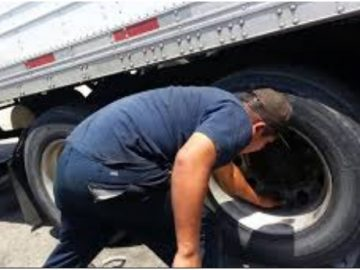 Thay lốp xe tải tận nơi chuyên nghiệp 24h